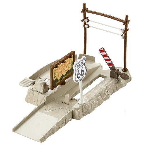 Set Pista Lansator - Ascunzatoarea de pe Autostrada 66 Cars, Mattel