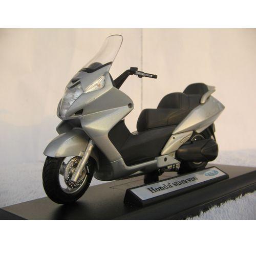 Motocicleta Honda Silver Wing 1:18