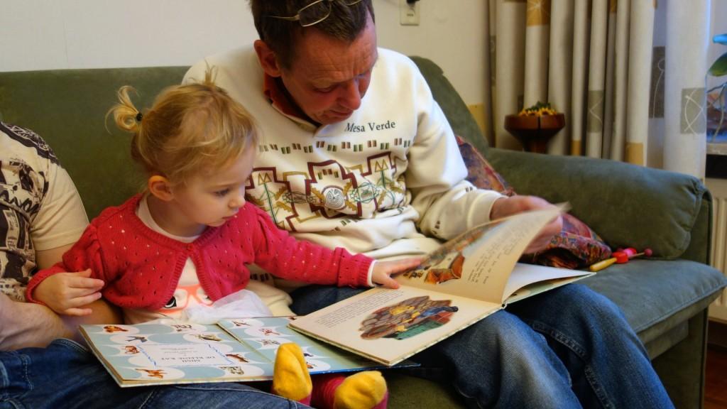 De ce vor copiii sa le citim de zeci de ori aceeasi poveste?
