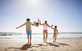 Călătorind cu copiii – cum să ne ajungă doar un bagaj de mână?