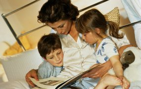 De ce să le citim povești copiilor