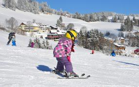 Sporturile de iarnă la copii. De ce avem nevoie și cât investim.