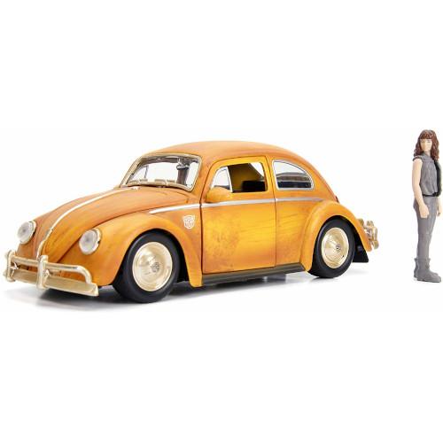 Masinuta Transformers Volkswagen Beetle 1:24 si Figurina Charlie